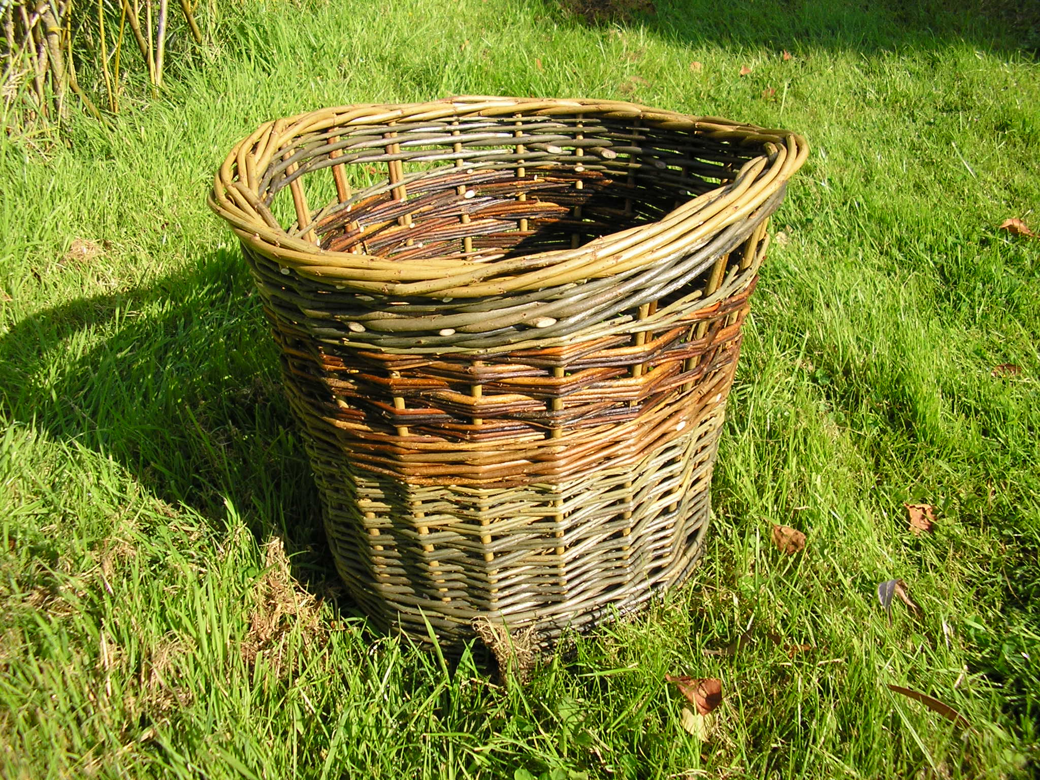Make this sturdy log basket!